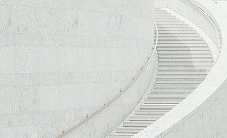 Escalier design en pierre naturelle