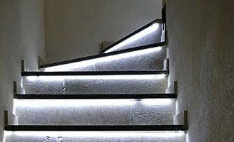Escalier en pierre avec éclairage led