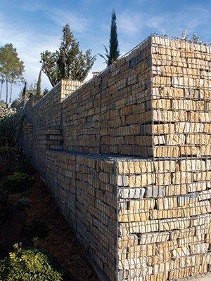 Le mur en gabions peut servir autant de mur de soutenement que de murs de décoration
